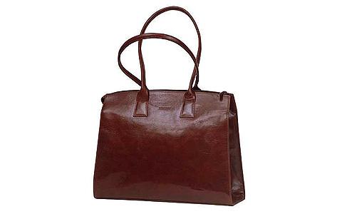 Дело в том, что в сумках жестких форм кожа и подкладка сшиваются...